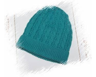 Описание вязания шапки с рисунком «коса» из мериноса 100% Vergine, цвет приглушенная морская волна